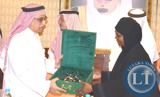 First Lady Esther Lungu receives a gift from King Faisal Specialist Hospital and research Centre Chief Operating Officer Professor Rashed S. Al Rashed Al Hmaid during a tour of King Faisal Specialist Hospital and Research in Riyadh,Saudi Arabia on Tuesday,October 13,2015 -Picture by THOMAS NSAMA