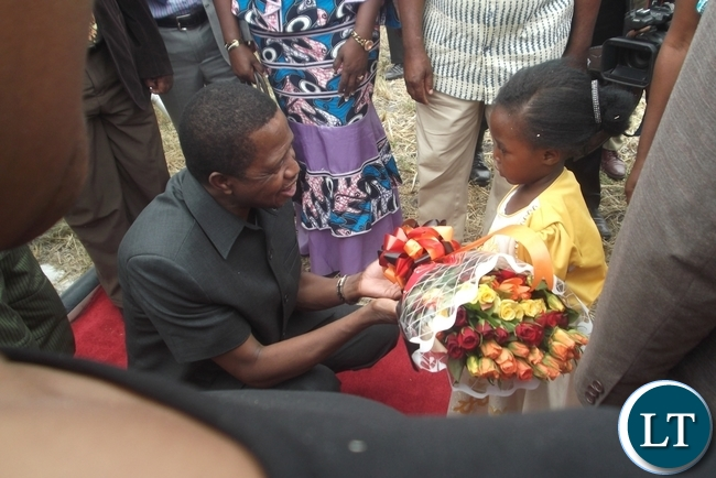 President Lungu was in Lunga District to inspect some developmental projects in the area and was welcomed by four year old Lilian Chabala at Kasomalunga Primary School Grounds