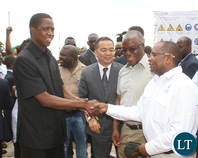 President Edgar Lungu shaking hands with ZESCO acting MD Victor Mundende while looking on is the Chairman of Sinohydro Corporation Limited Song Donsheng and Southern Provincial Minister Nathanael Mubukwanu.