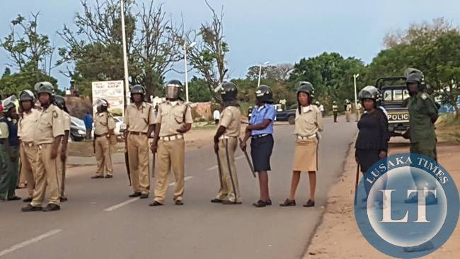 Police in Chingola blocking the way for UPND leaders who are in the copperbelt