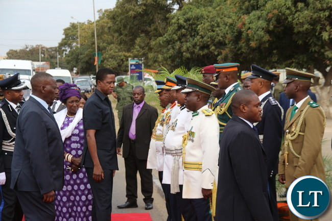 President Lungu talking to Service Chiefs