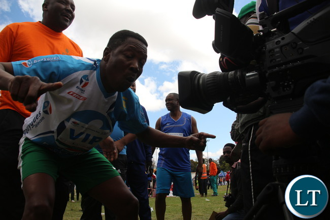 ZNS Sport Director Col Banda trying to get a closer shot.