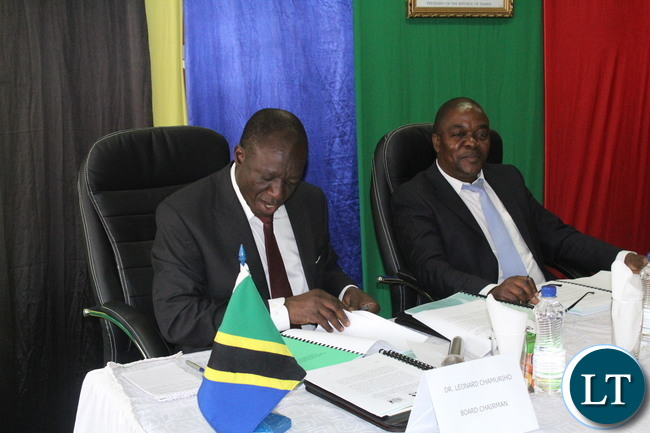 Dr Leonard Chamuriho (L) and Zambian counterpart Engineer Misheck Lungu during the meeting