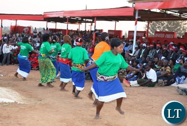 The Mutomboko maidens performing icilumwalumwa before the main performance.