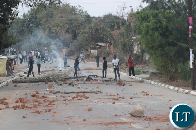 Defiant UPND supporters burning tyres and blocking the street roads with stones and logs shortly after the declaration of Edgar Lungu as the winner of the polls