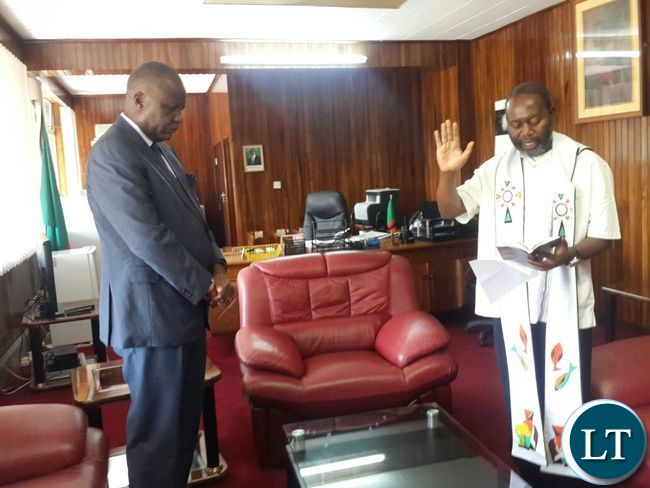 Fr-Chilinda-praying-for-Mr-Mutati-in-his-new-office