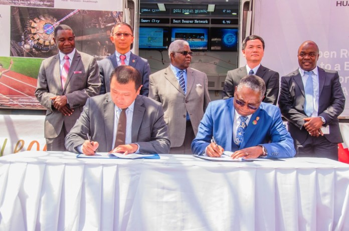 Huawei Technologies Zambia Country Director Emilion Ming and UNZA Vice Chancellor Professor Luke Mumba sign an MOU to develop local ICT talent.
