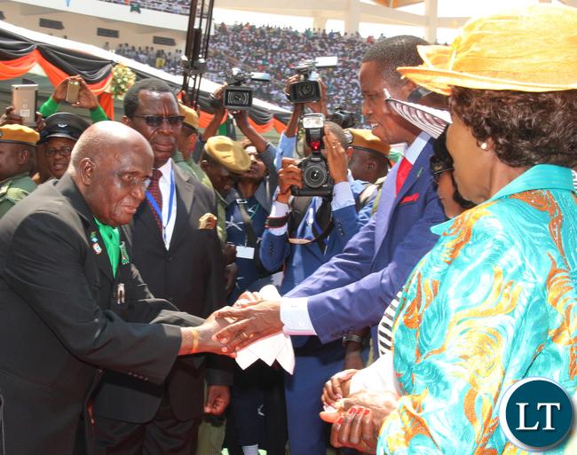First Republican President Dr Kenneth Kaunda congratulating President Lungu