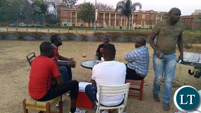 PF cadres drinking outside the Supreme Court