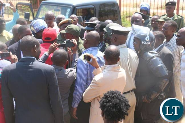HH and GBM arriving at Luanshya Magistrate Court amid tight security