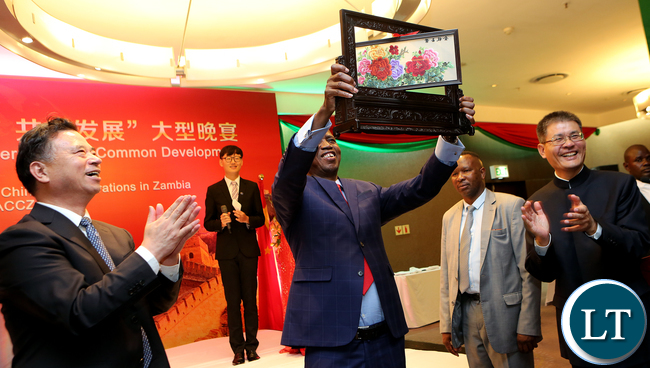 President Lungu recieve a Gift from Chinese Business Council
