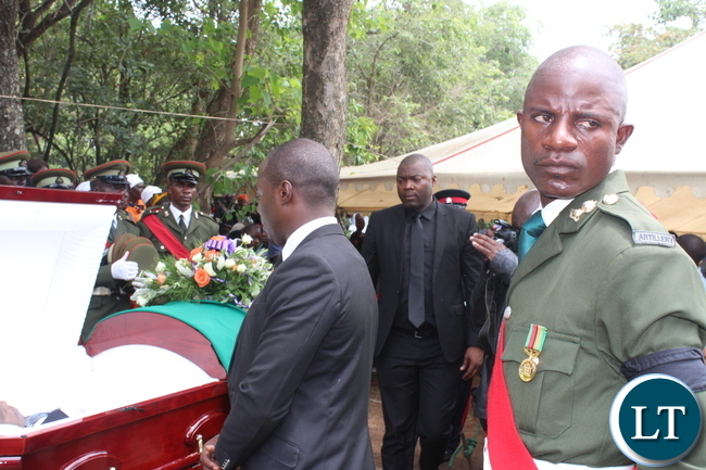 Copperbelt Minister Bowman Lusambo about to view the body of late Ben Kapita