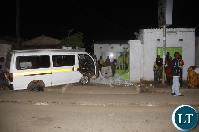 MINIBUS ALP 8136, a Toyota Hiace, 16 seats of belongs to PCM Investment, LSK 1861, without a driver door and overspeeding with two passengers on board, run into a wall fence in Kamwala, Chongwe and Bombay roads T Junction at 02:00 hrs in the early morning. Picture by Jean Mandela