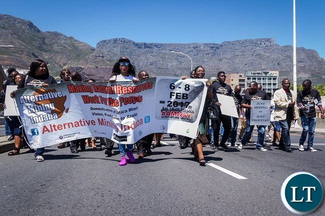 The procession at the foot of the Table Mountain.