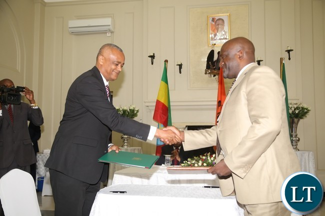 Vice President of the Zambia Chamber of Commerce and Industry Andrew Sinyangwe with Ethiopian Counterpart President of the Addis Ababa Chamber of Commerce and Sectoral Associations Elias Geneti signs the Memorandum of Understanding between chamber of commerce and industry and Addis Ababa Chamber of Commerce and Sectoral Associations at state House