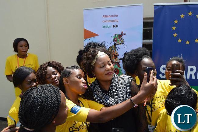 Citizen Journalists from Mama Sosa take selfies with Information and Broadcasting Minister ?Kampamba Mulenga in Lusaka's PHI area. (Photo by LUU MACHILA - MIBS PR UNIT)