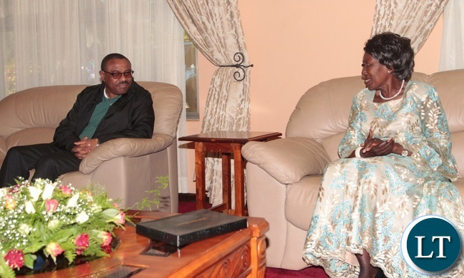 Vice- President Inonge Mwina confers with Ethiopian Prime Minister,Hailemariam Dessalengn at Harry Mwanga Nkumbula International