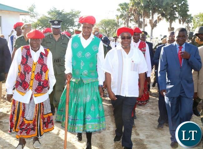 President Edgar Lungu (c) Western Province Minister Nathaniel Mubukwanu (r) Ngambela Nyambe Mweenda  (l) and Western Province Permanent Secretary Mwangala Liomba  at Lealui Palace