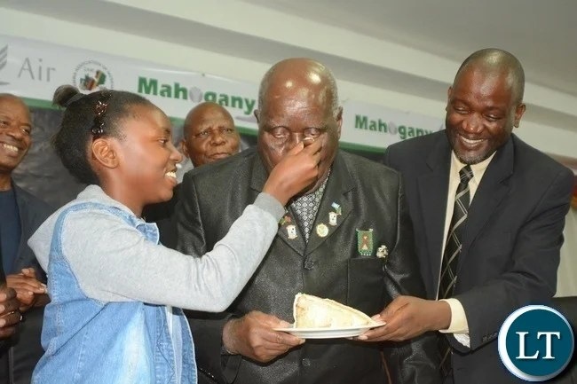 First Republican President Kenneth Kaunda(c),his granddaughter Sonji(l) and Minister of Water and Sanitation Loyd Kaziya(r) during Zambia Association of Musician KK's Birthday Bash in Chongwe