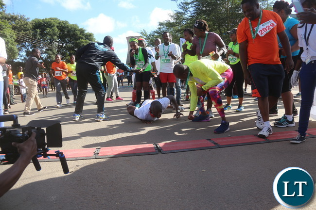 Lusaka  2017 Lafarge Marathon participant Presley Chiyesu crawling to the finishing line and he was rushed to the hospital during the even on Saturday at Lusaka Levy junction. Picture by Jean Mandela