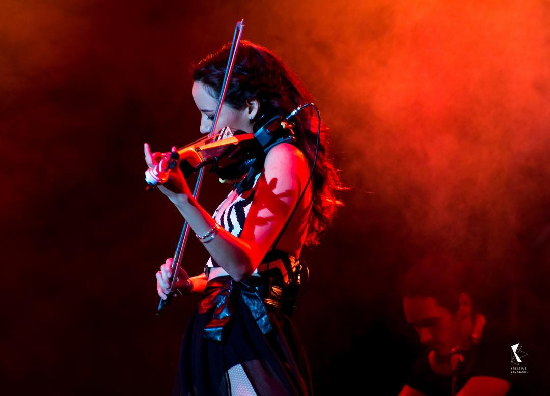 Zambia : The girl with the violin : Caitlin Deville steals