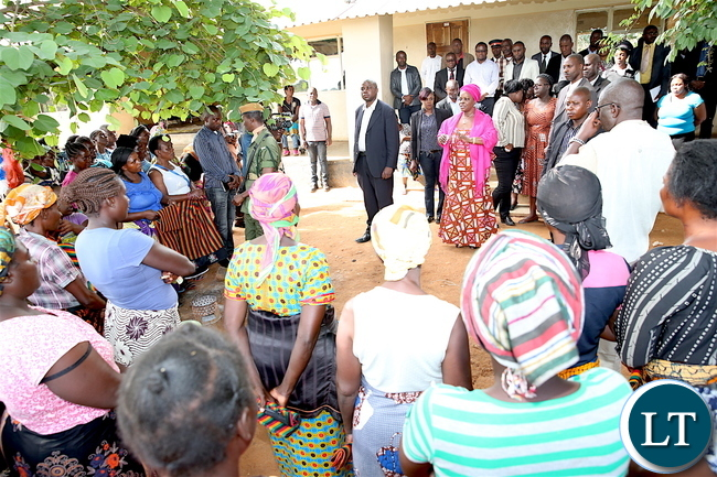 First Lady Esther Lungu addresses mothers  at Mumbwa District Hospital where she donated hampers to Christmas Baby's in Central Province on December 25,2017 -Picture by THOMAS NSAMA