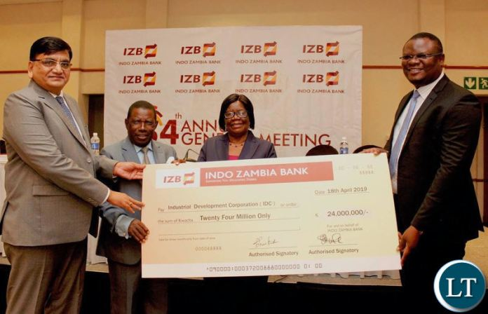 Indo-Zambia Bank hands over a cheque to IDC
