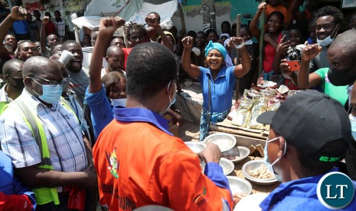 President Edgar Lungu tours Market after the Keep Zambia clean in Mandevu 9585