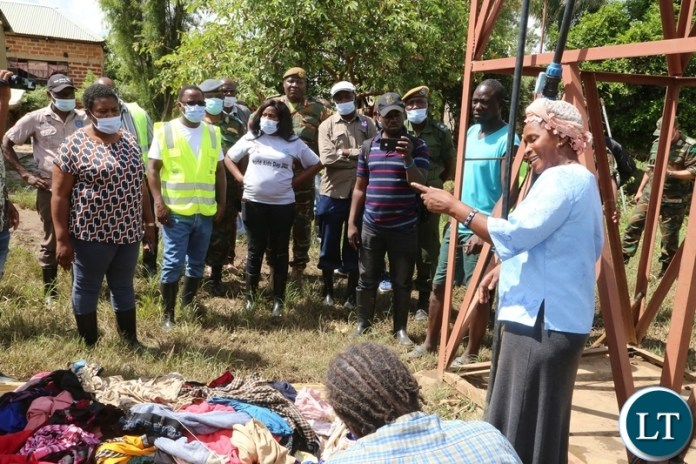 A victim of the flooded explains what happened to Minister in the Office of the Vice President Olipa Phiri flanked by DMMU national coordinator Chanda Kabwe and defence force officers visiting the flooded homes in Mumbwa District after the Kandesha dam burst it banks yesterday. Sunday, December 27, 2020. Picture by ROYD SIBAJENE/ZANIS
