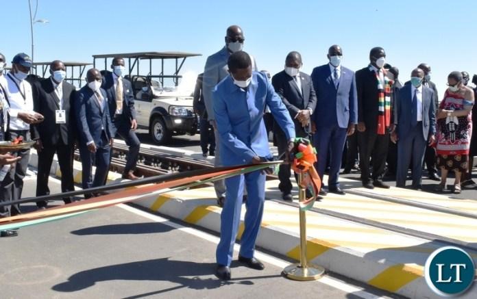 President Edgar Lungu cuts the ribbon to officially open the Kazungula bridge on the Zambian side