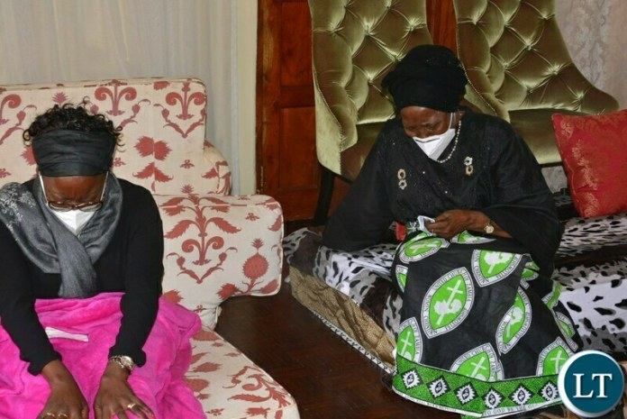 Vice-President ,Inonge Wina breaks down when she visited the funeral house for the Late former Frist President of Zambia Dr Kenneth Kaunda In Lusaka.