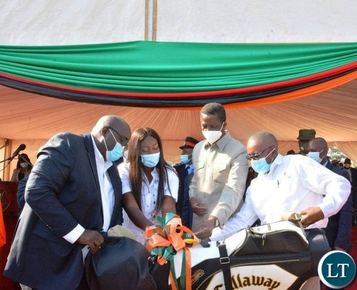 Sinohydro Representative present a gift to President edgar Lungu after commissioning of the Kafue lower hydro power station in chikankata