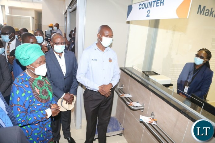 ustomer service care personal interacts with Vice President Inonge Wina shortly after commissioning the newly built Livingston intercity bus station during her two day working visit yesterday. Saturday, August 07, 2021. Picture by ROYD SIBAJENE/ ZANIS