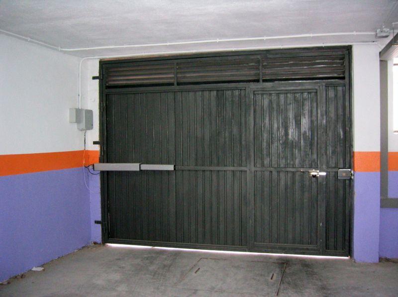 Puertas abatibles lusan automatismos - Puerta garaje abatible ...