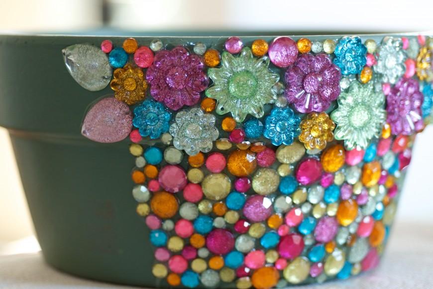 kleebitavatest kristallidest lillepott