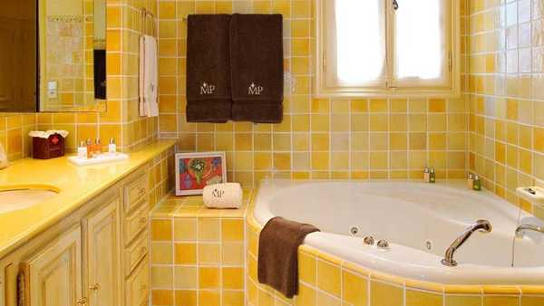 25 Modern Bathroom Ideas Adding Sunny Yellow Accents to