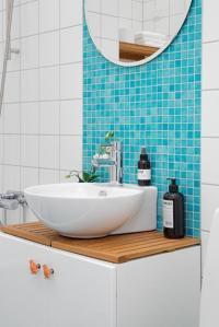 Bright Interior Design on Small Budget, Small Apartment ...