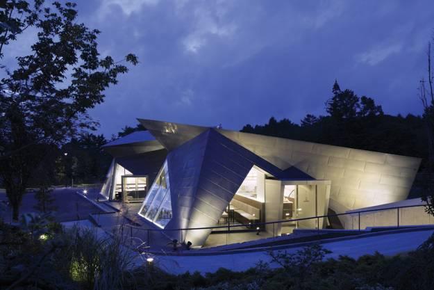 25 Triangular Window Designs Customizing Modern House
