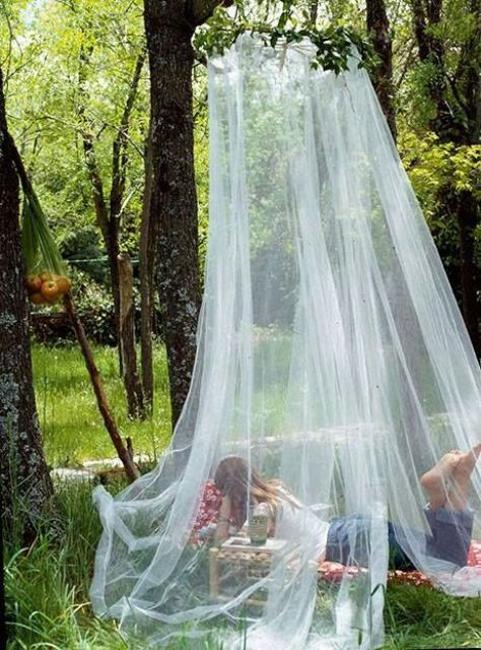 33 Romantic Outdoor Canopies and Tents Made with Mosquito Nets and Fabrics DIY Summer