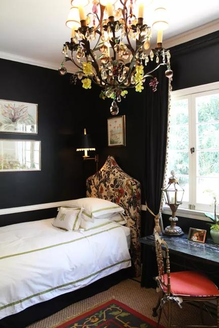 Bedroom Decorating with Black Wallpaper 2 Modern Wall Decoration Ideas