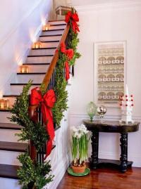 33 Christmas Decorating Ideas for Festive Staircase Designs