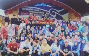 Foto Bersama Peserta Reuni SMP Negeri 3 Malili bersama Wabup Luwu Timur Irwan Bachri Syam, ST dan Ketua IKA Terpilih Asri Tadda
