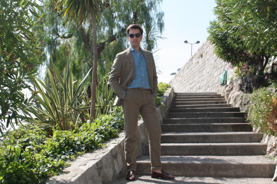Total look: Suitsupply | Loafers: Moreschi | Sunglasses: Ray-Ban
