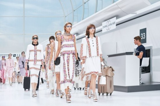 CHANEL-airline-themed-show-568x378