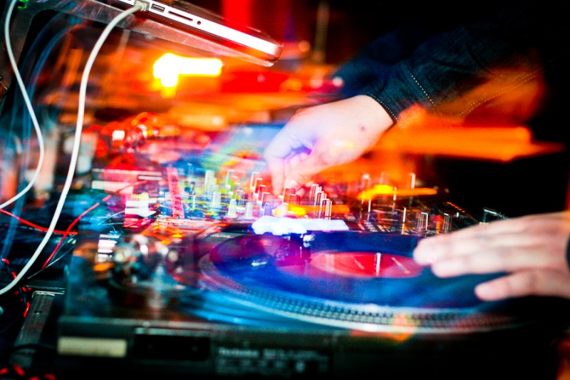 Fall Wallpaper Photos Microsoft Dj Club Night Photography With Turntables Photo A Day