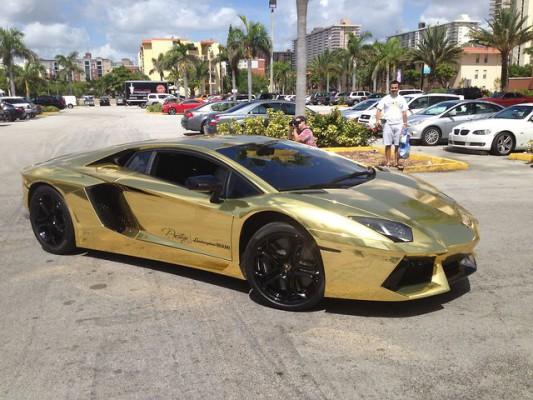 Lamborghini-aventador-plaquee-or-luxe
