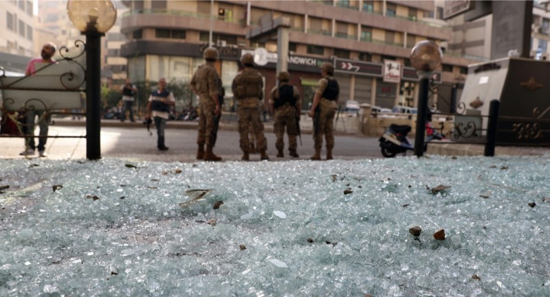 هدوء حذر في بيروت بعد اشتباكات عنيفة وتبادل للاتهامات بين حزب الله والقوات اللبنانية