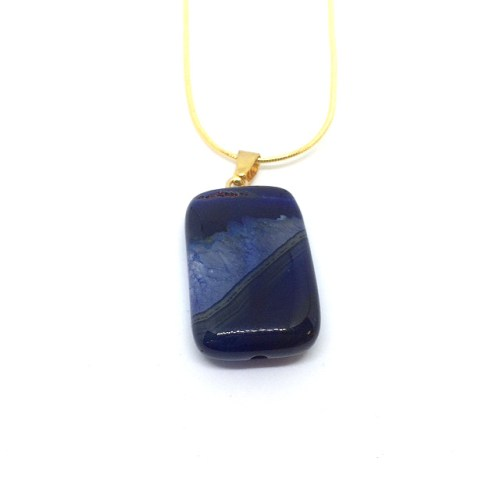woman's agate gemstone pendant