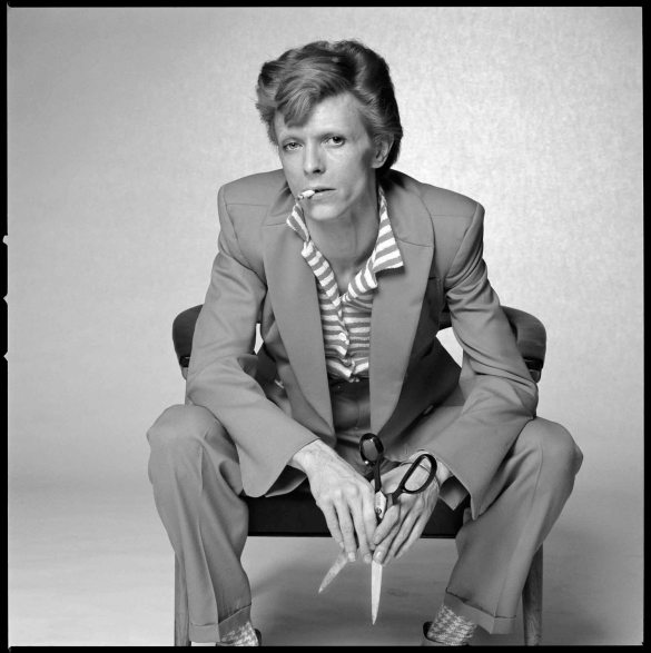 Bowie Scissors BW © Terry O'Neill
