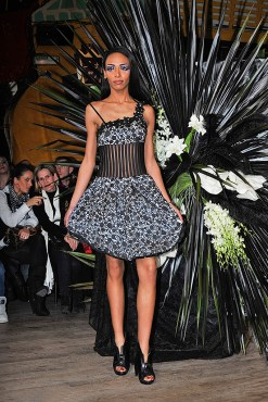 DEFILE SWAN LAKE COLLECTION AUTOMNE-HIVER 2011-2012 CHRISTOPHE GUILLARME PARIS